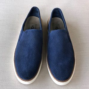UGG WOMENS SLIP IN NAVY SUEDE TAN LEATHER SIZE 8